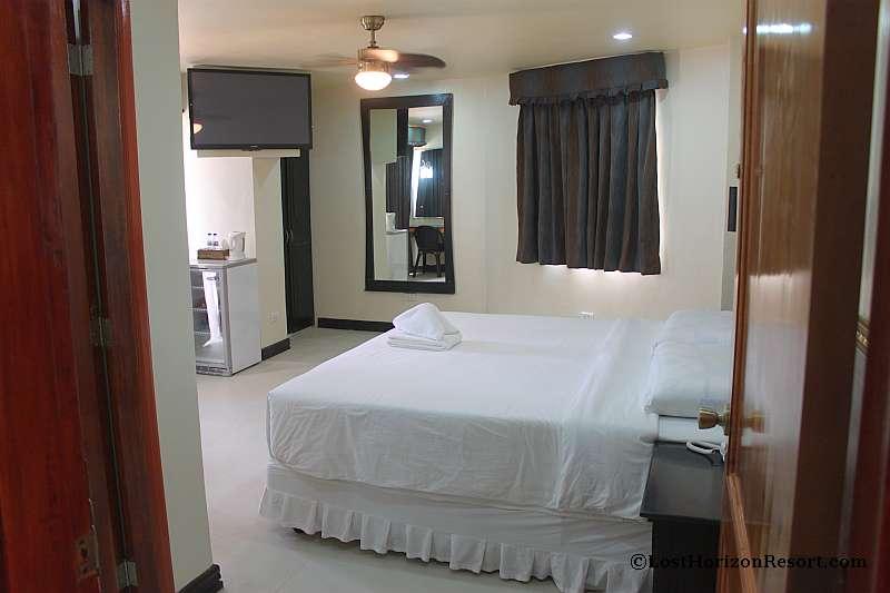lost-horizon-beach-resort-suite-room-5